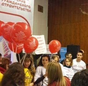 Дольщики СУ-155 выступили с акцией протеста на выставке «Недвижимость от лидеров»